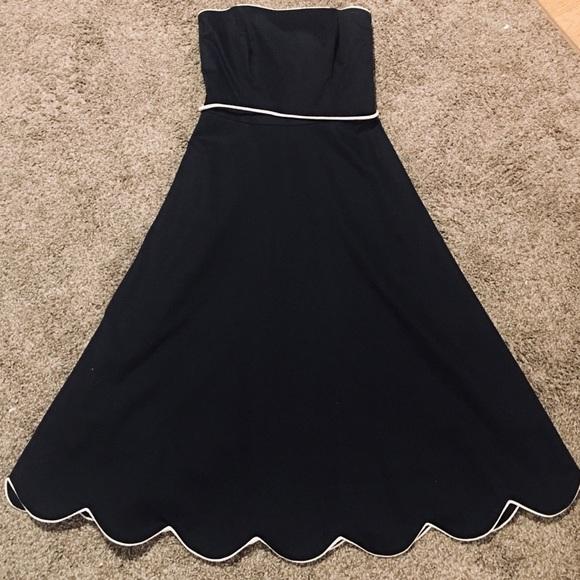 White House Black Market Dresses & Skirts - WHBM Strapless A Line Dress Scallop Hem Size 0